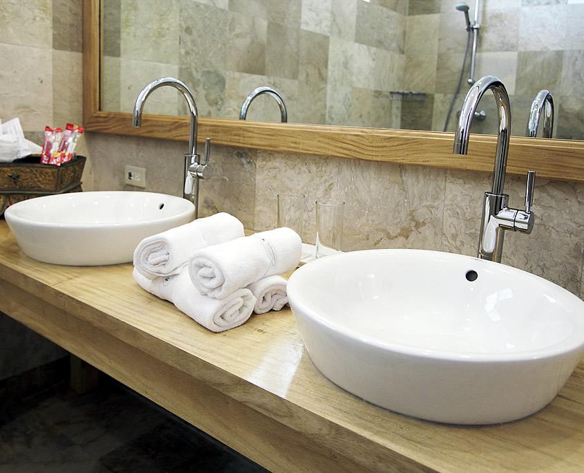 Bathroom Executive Room Sea Dream Resorts