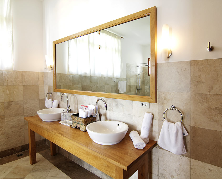 Bathroom Pacific King Room at Sea Dream Resorts